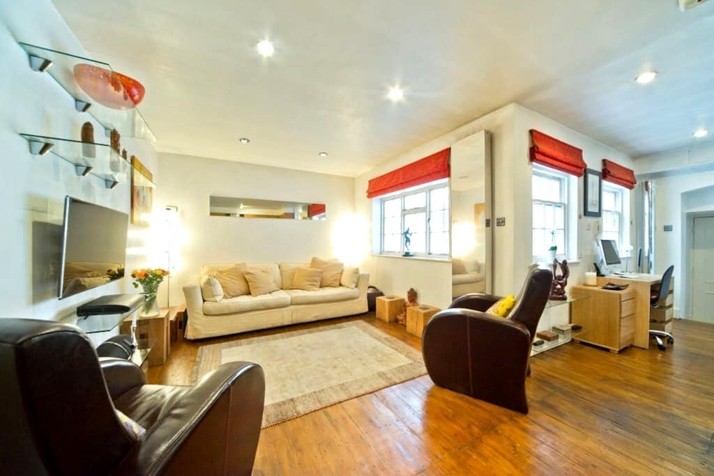 Sunny flat with patio in Fitzrovia - London - Apartment
