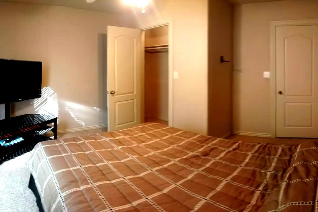 Private Room, Projector, Gym, Pet Friendly - Fayetteville - Casa