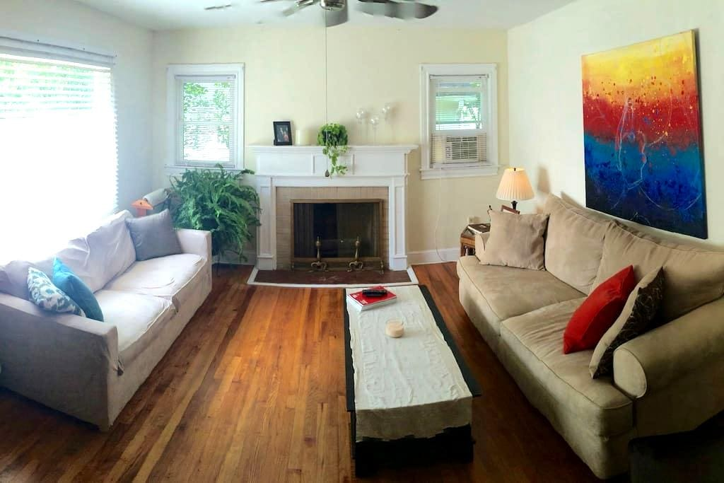 Explore in peace, 3.5 m from downtown Greenville! - Greenville - Talo