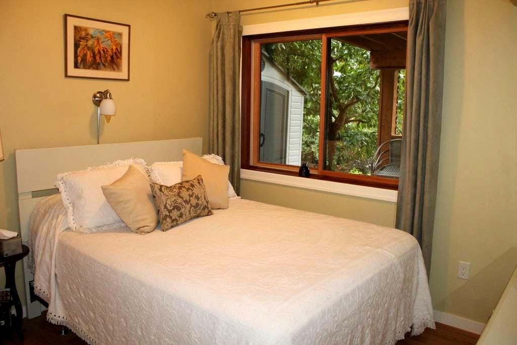 Hazelnut B&B - (private suite) - Nelson - Penzion (B&B)