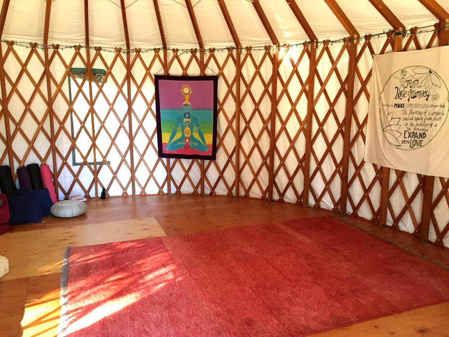 Earth Castle's Yurt - Grass Valley