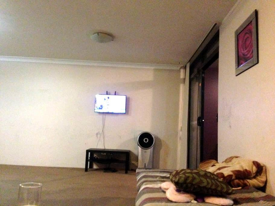 Clean big bedroom with  bathroom - Liverpool - 公寓
