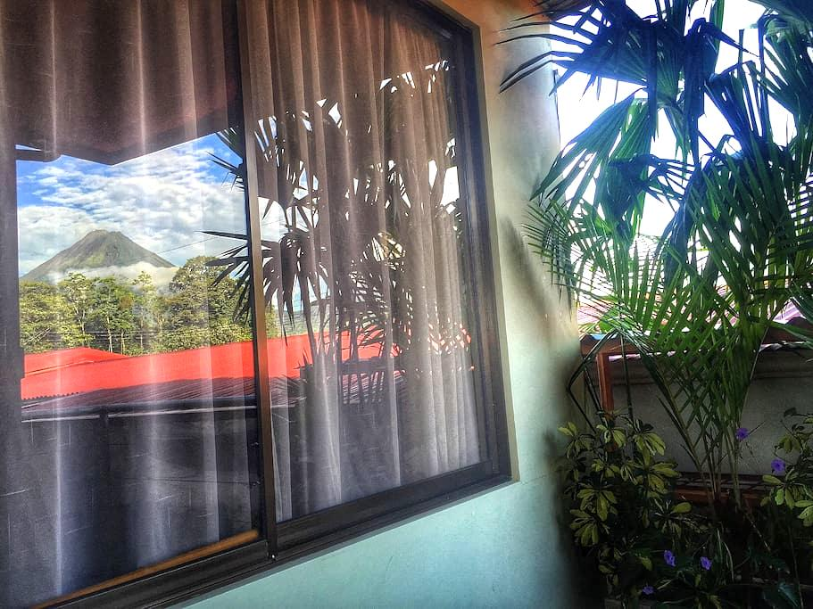 #8 Furnished Volcano View Apartment; A/C & Wi-Fi - La Fortuna - Lejlighed