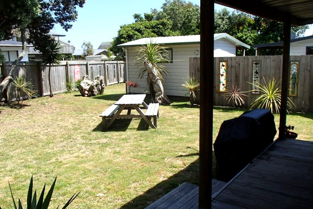 Clean & Tidy Holiday Cabins (2 mins walk to beach) - Ohope - Cottage