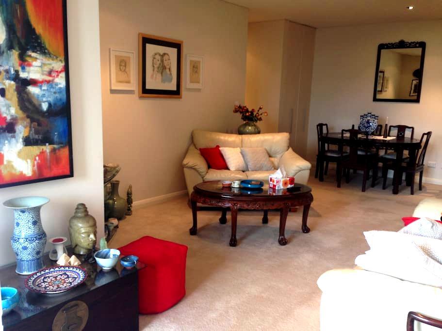 Sunny north shore apartment with garden outlook - Killara