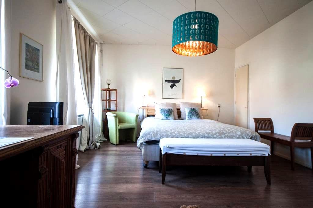 B&B Oranje Nassau | Lovely Room ♥ Bikes - Oegstgeest - Oda + Kahvaltı