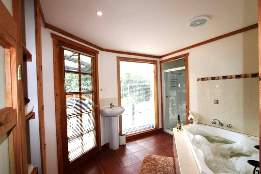 Love Grove near Cradle Mountain with free wifi - Wilmot - Apartment