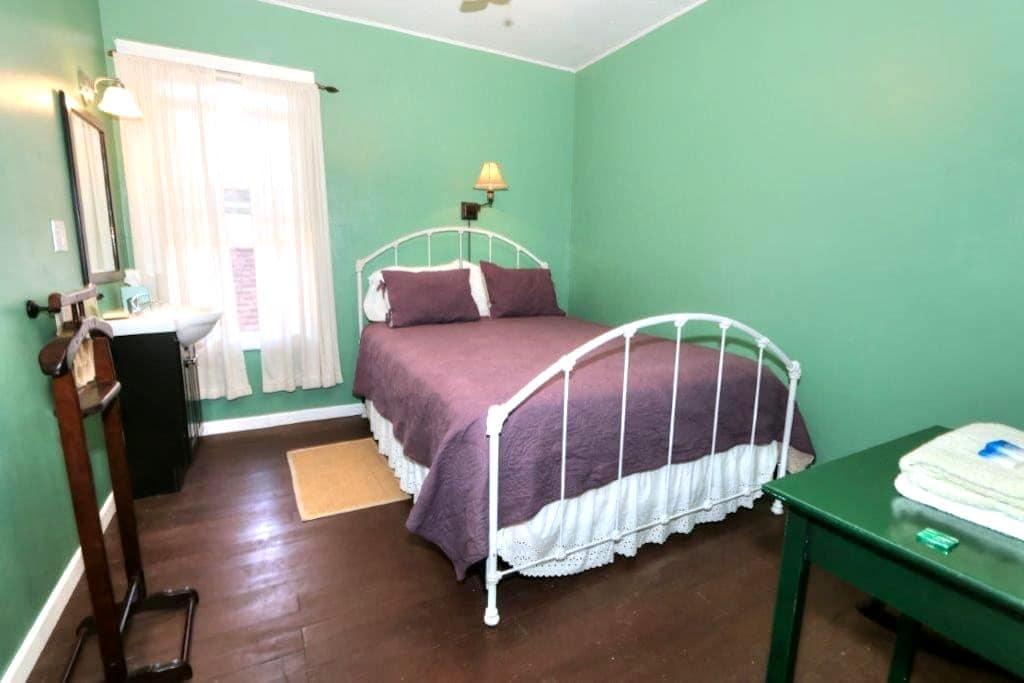 The Bartlett (Farm to Fork Room) - Walnut Grove - Bed & Breakfast