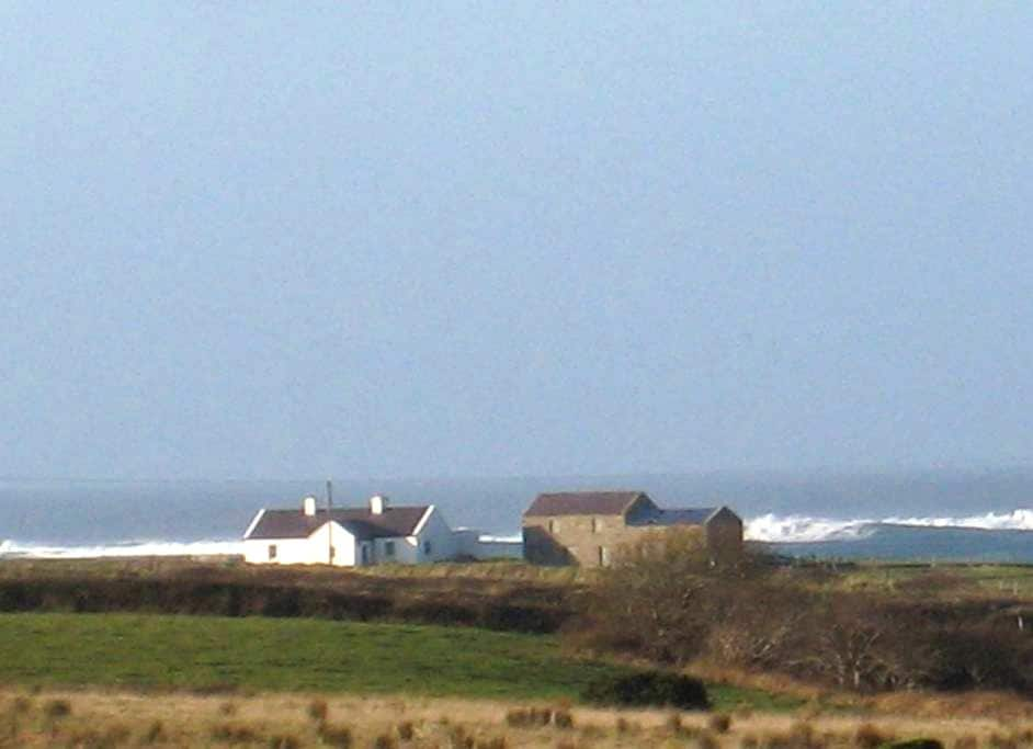 Lisbrin: renovated cottage, by sea, on one acre - Ballycastle - Huis