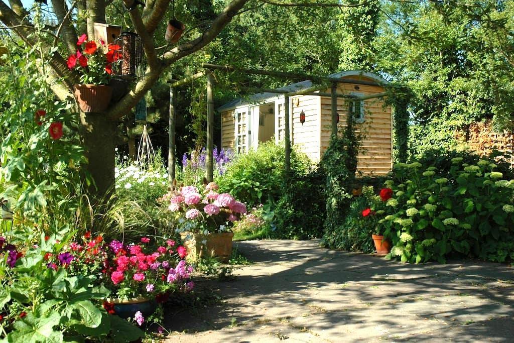 Delightful and Cosy Shepherds Hut - Brightwell cum Sotwell - 家庭式旅館