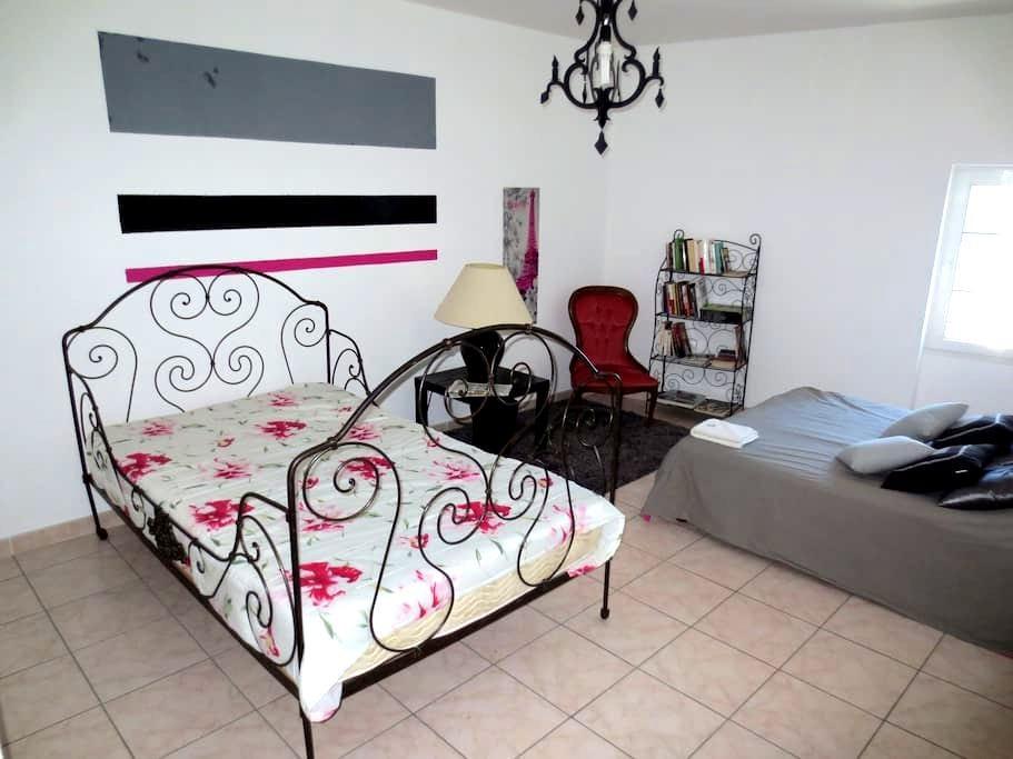 Chambre spacieuse et lumineuse. - Saint-Nazaire-d'Aude - Gjestehus