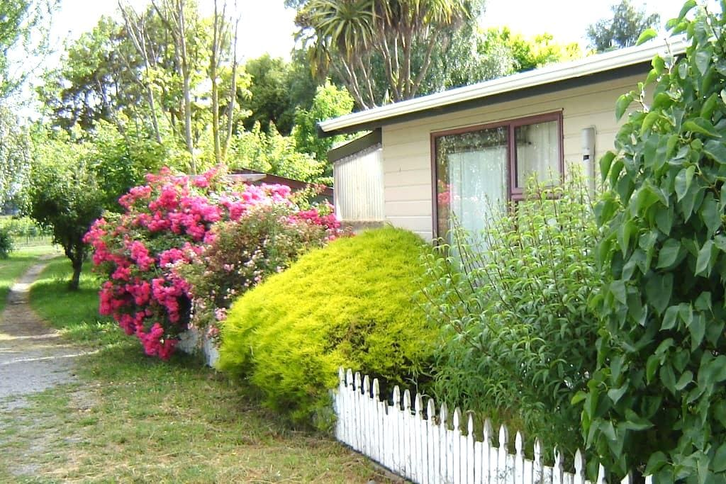 Spacious self contained cottage  - Riverlands - Casa