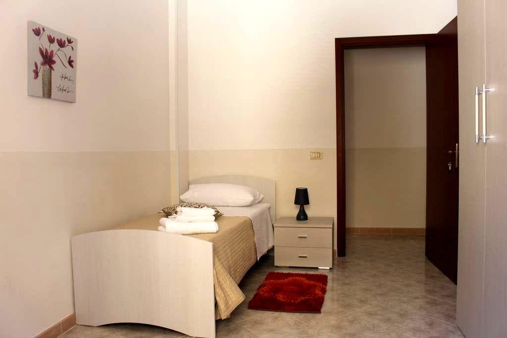 Camera singola in spazioso appartamento - Mazara del Vallo - Huoneisto