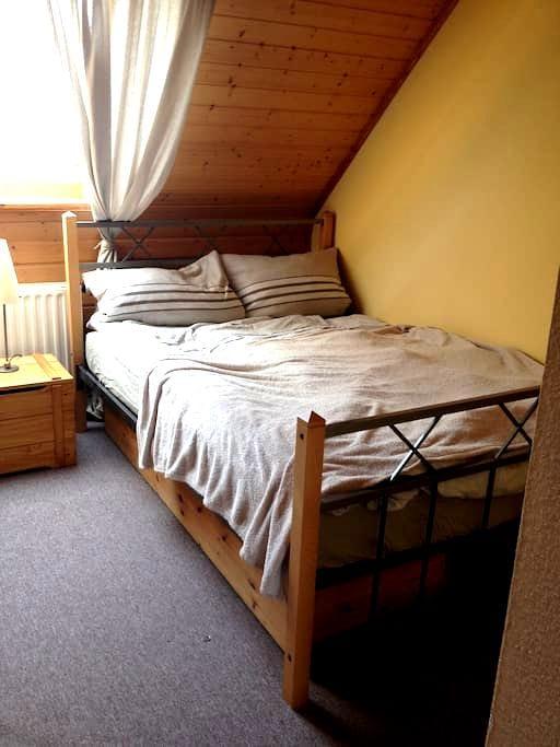 Gemütliches Zimmer im EFH - Jülich - Wohnung