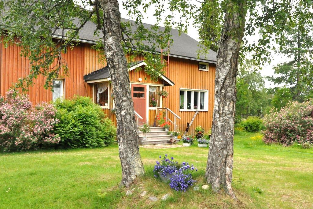 Beautiful farm by the lake - Inari - Casa