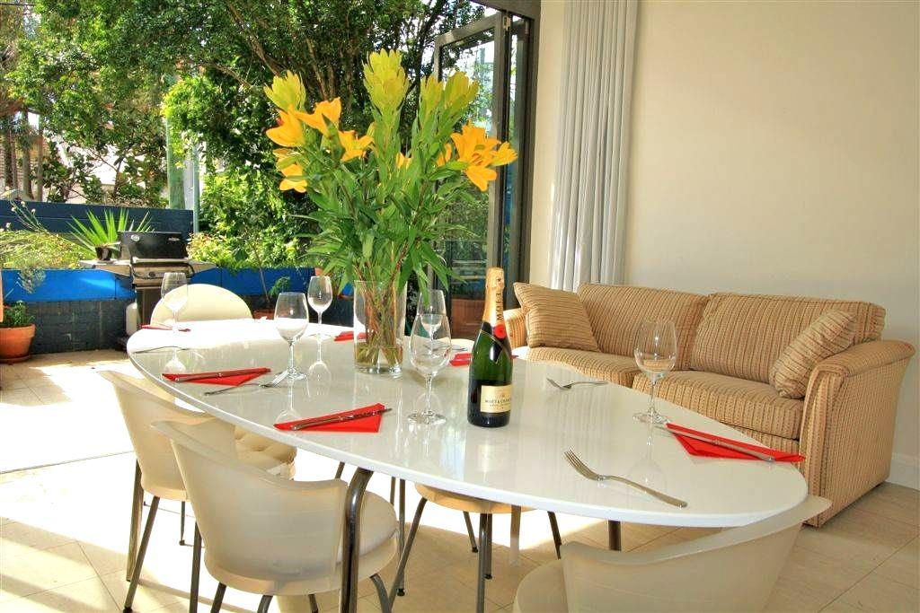 Large twin room in heart of vibrant Sydney suburb - Paddington - Huis