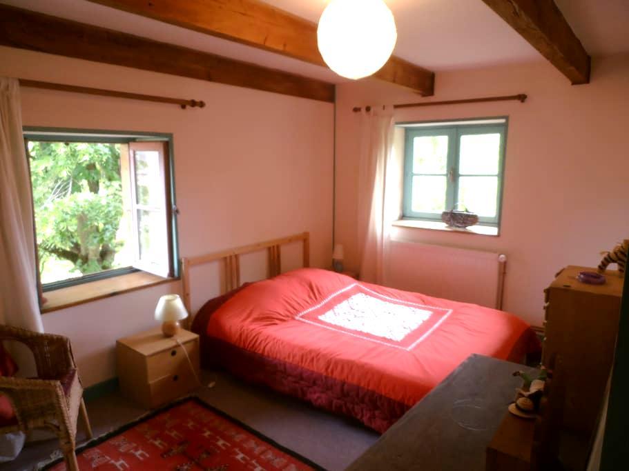 2 chambres calmes, sdb privative - Matour - Дом