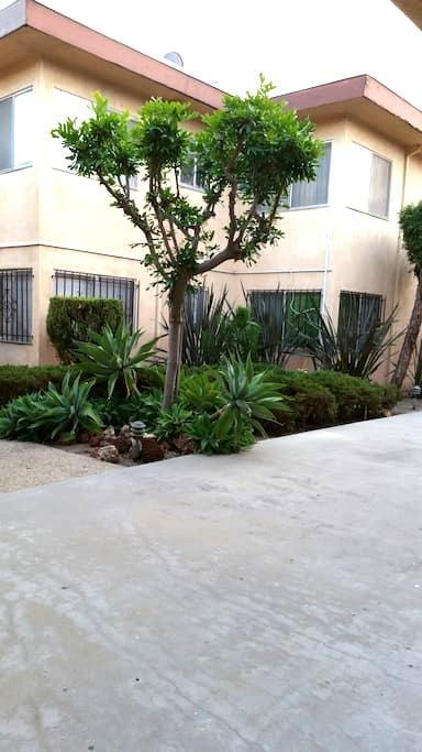 Shared Space Near LAX, The Forum, and Beaches - Inglewood - Lejlighed