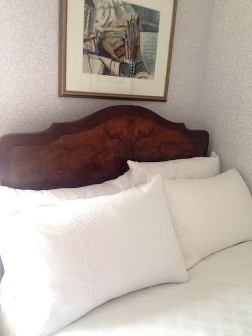 Twin room - double & single beds - Belfast - Dům