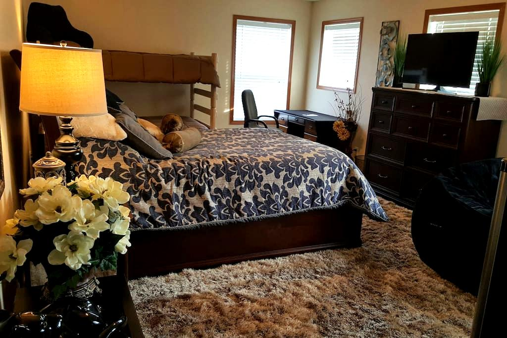 Comfy Private Room sleeps 4 - Rosemount - Casa