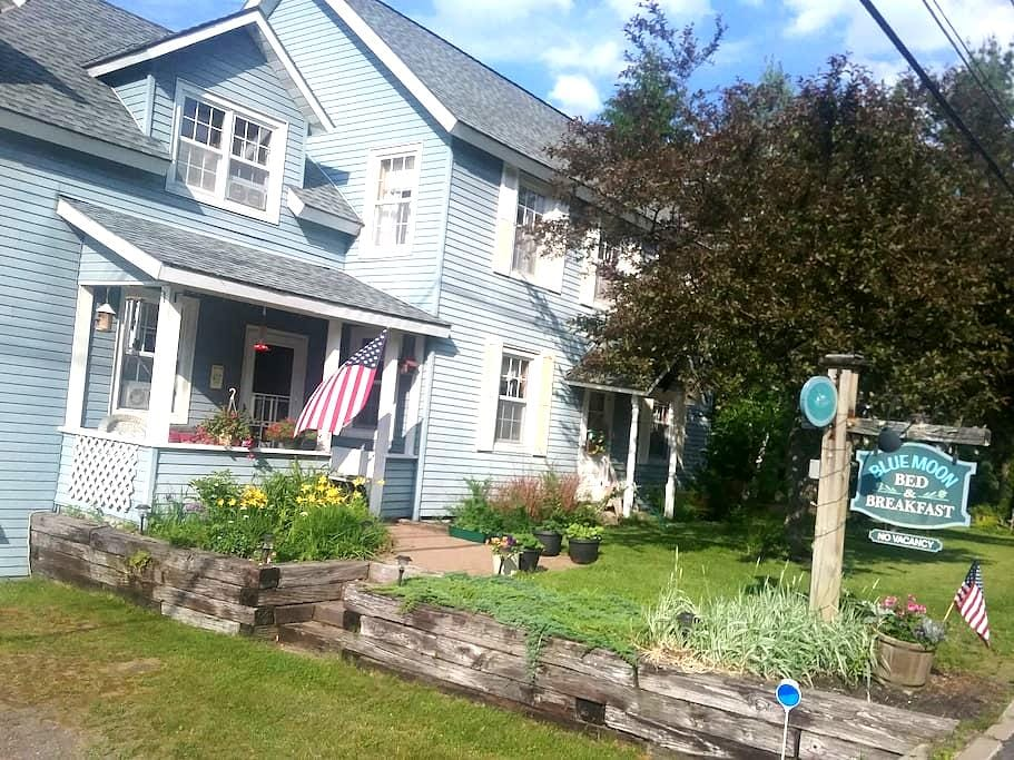 Blue Moon Bed and Breakfast - Lake Placid - Oda + Kahvaltı