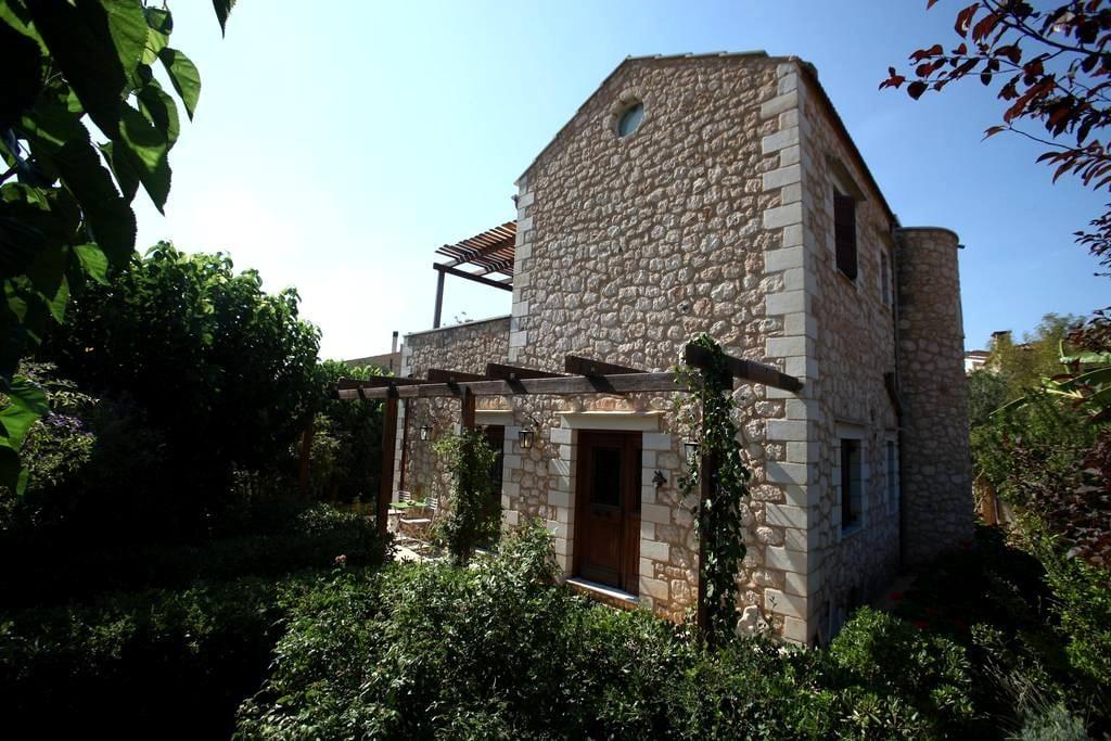 Villa eleonas: A peaceful Paradise - Chania