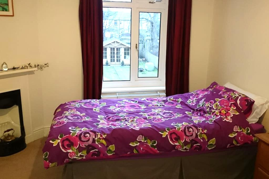 Single room, easy access to Durham - Durham - Maison