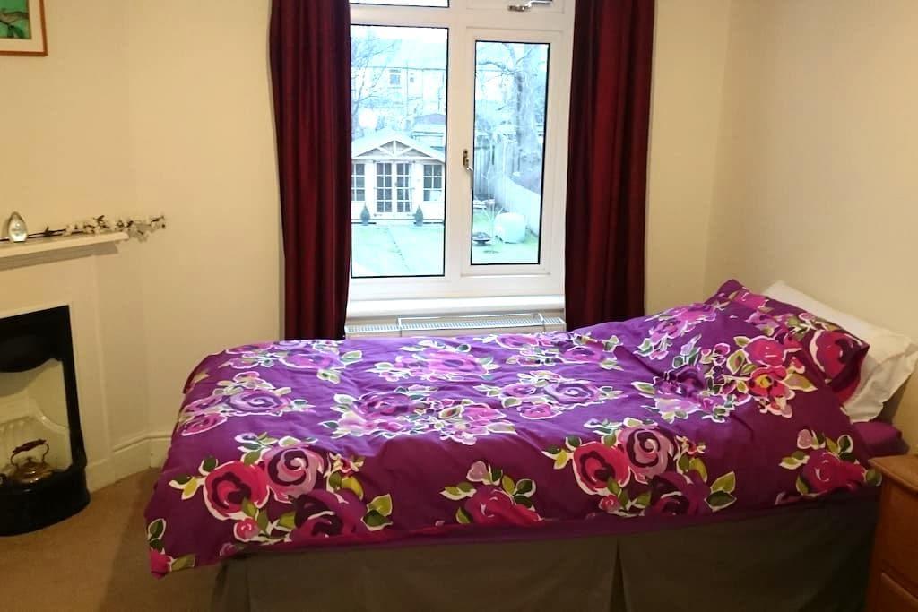 Single room, easy access to Durham - Durham - Casa
