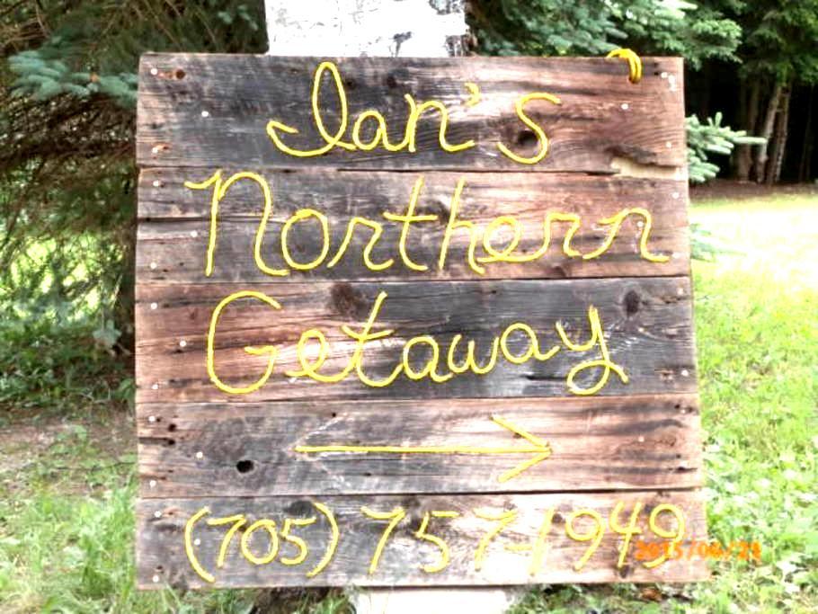 Ian's Northern Getaway B&B Room 3 - Loring