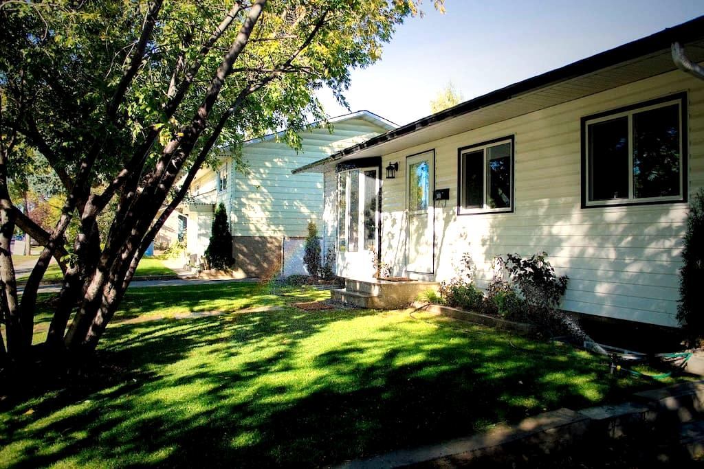 Cozy rooms for rent (short/long term), Room#4 - Calgary - Hus