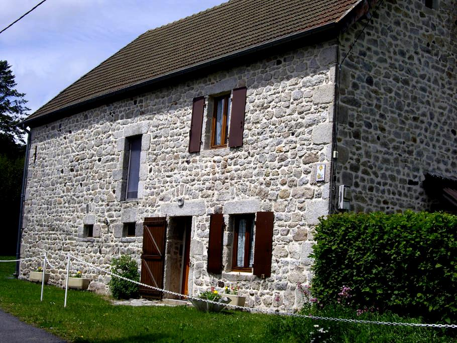 Maison en Auvergne - Prondines - บ้าน