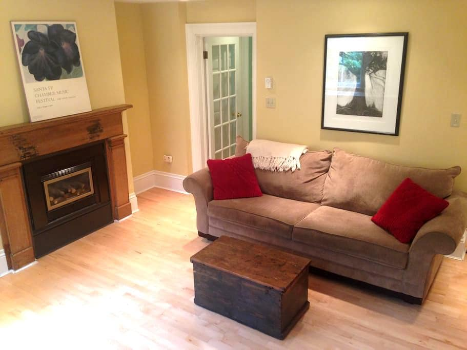 Walk out garden suite in great downtown location - Halifax - Overig