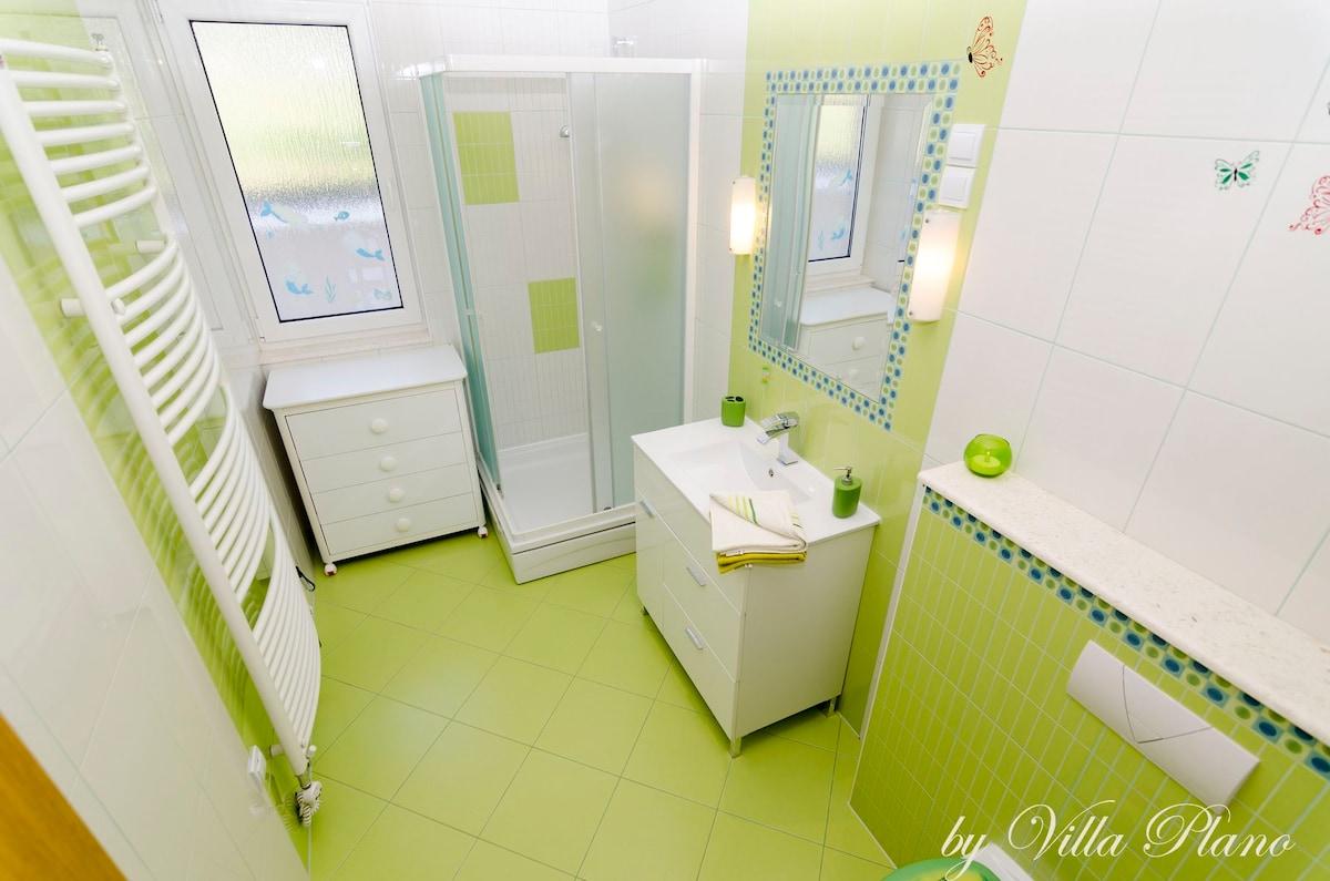Family luxury garden villa plano, Trogir - Villas for Rent in Plano ...
