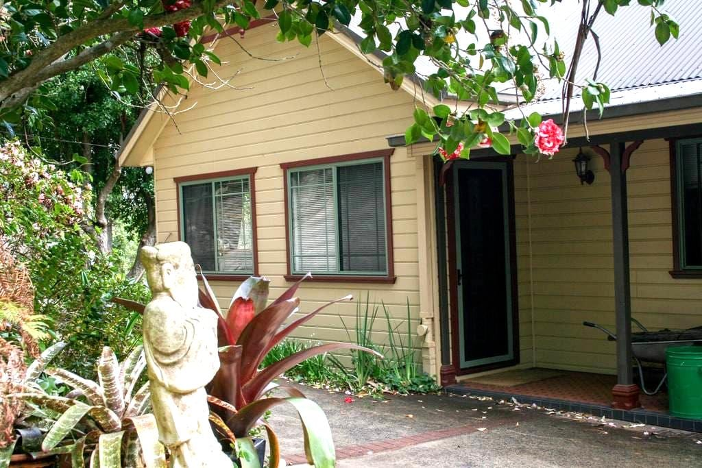 YellowtailStay - The Top Room. - Stanwell Tops - Huis