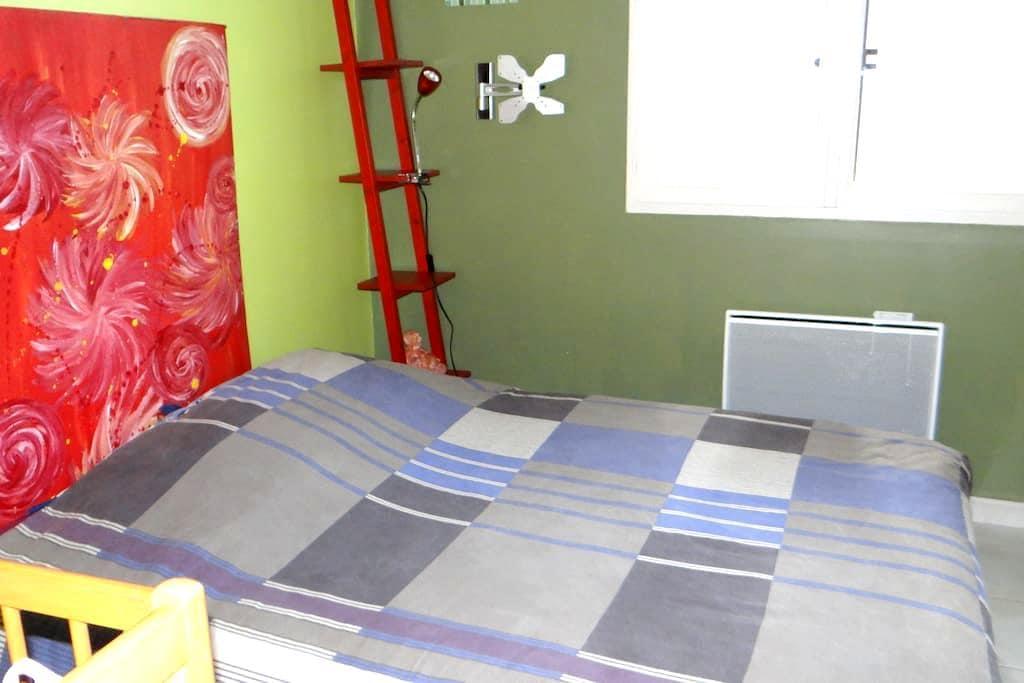 Petite chambre dans petite maison - Bouessay - Casa