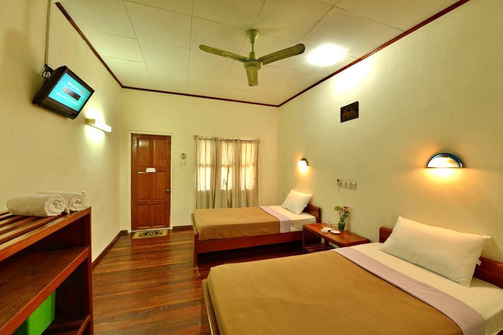 Cozy Room with Seperate Verandah - Old Bagan - Bed & Breakfast