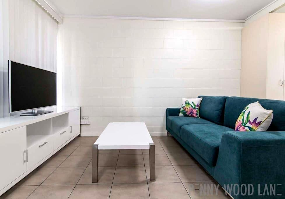 9/92 CBD - Foxtel and Wifi Included - Mackay