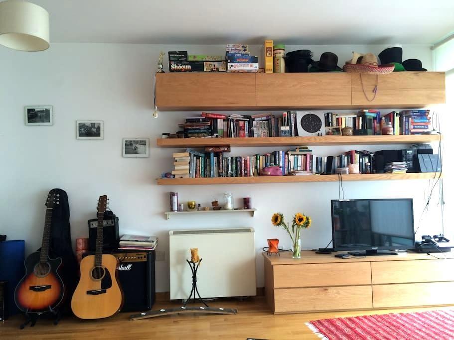 Cosy Bedroom with Balcony, City Centre, Dublin - Dublin - Apartment