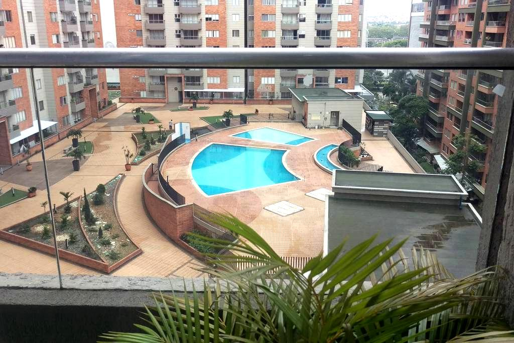 Comfortable room in excellent location /Poblado - Medellín - Apartamento