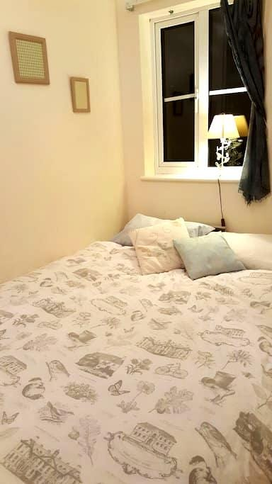 Cosy room near Elstree station - Borehamwood - Haus