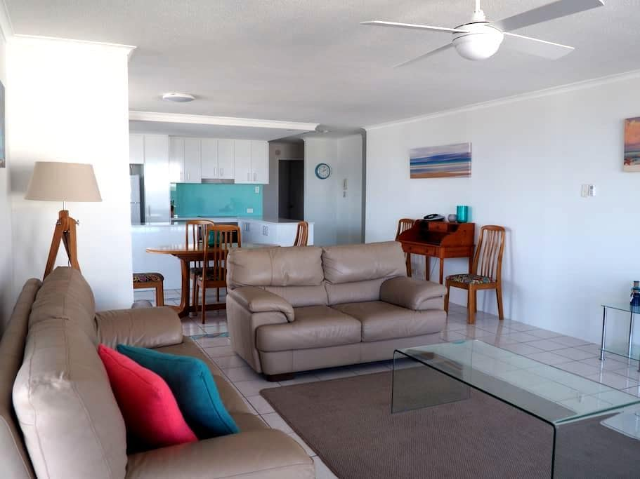 Sunny waterfront apartment. - Maroochydore - Apartment