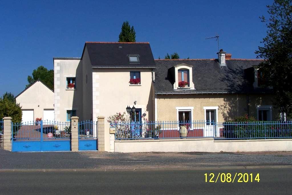 maison contemporaine - Longué-Jumelles - House