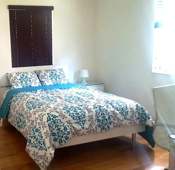 Quiet Duplex , Sunny, family-friendly - West Miami - Dům