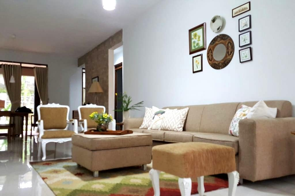 Cozy House in Sersan Bajuri - Bandung - Villa