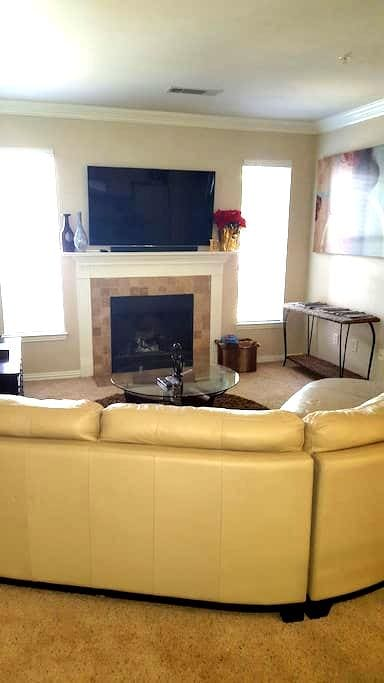 Upscale 2Bed/2Bath with attached garage - Grapevine - Apartment