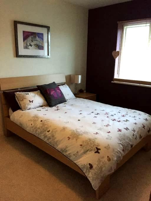 Lovely spacious double room 20min from London! - Saint Albans - Apartamento