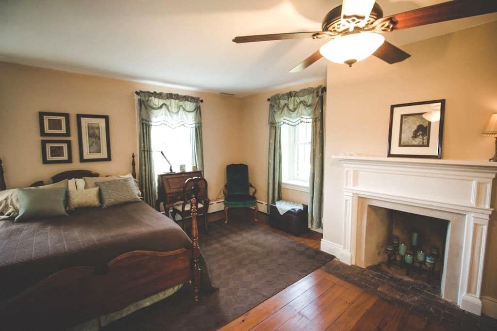 Buttonwood Ridge Farm Fireplace Room - Marietta