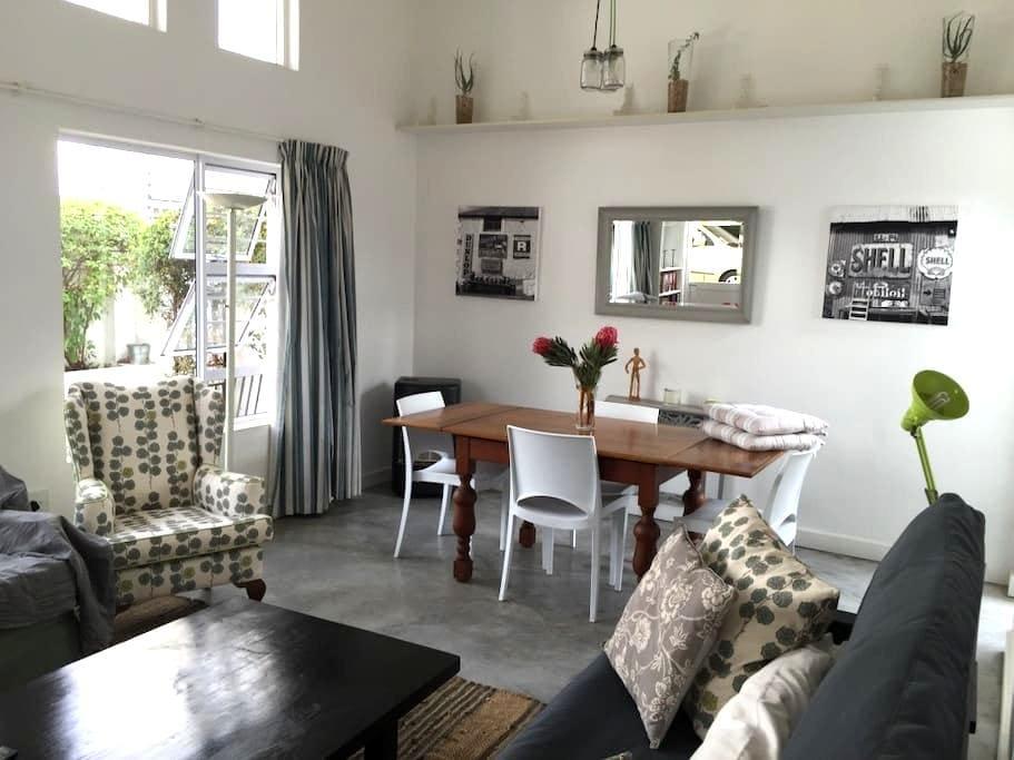 Perfect base to explore Parkhurst, Joburg and SA! - Randburg - Appartement