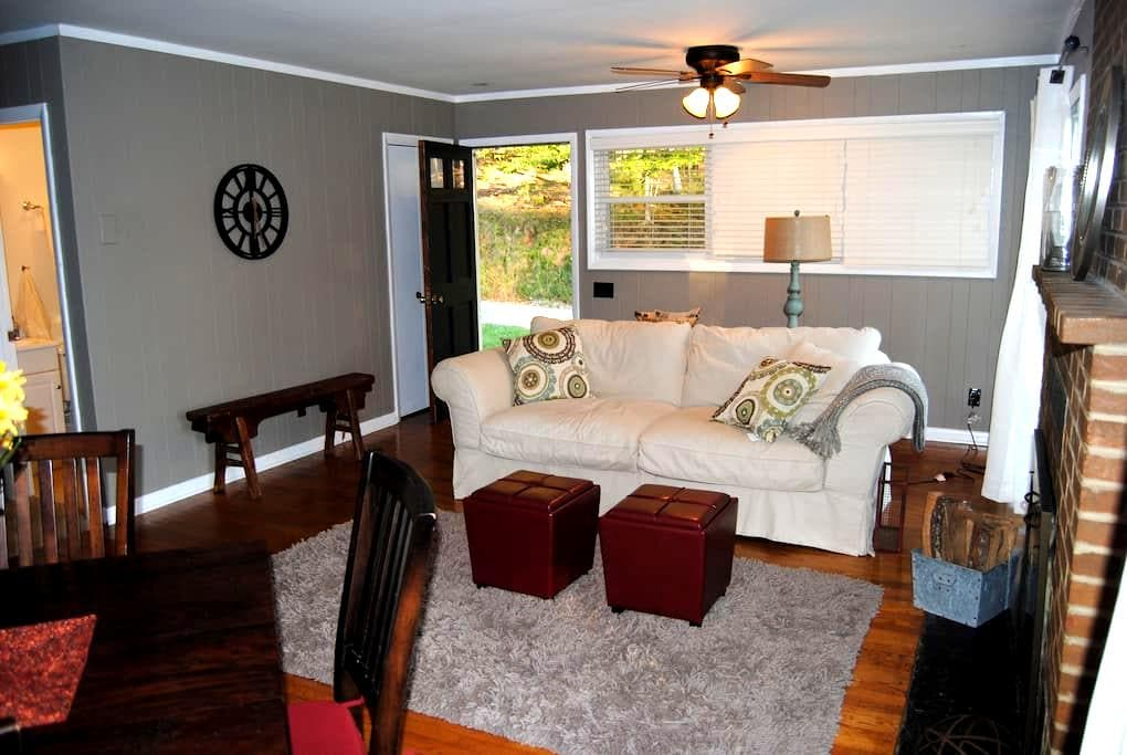 Bailey's Retreat Cottage #1- WINE/BEER TOUR option - Charlottesville - Hus