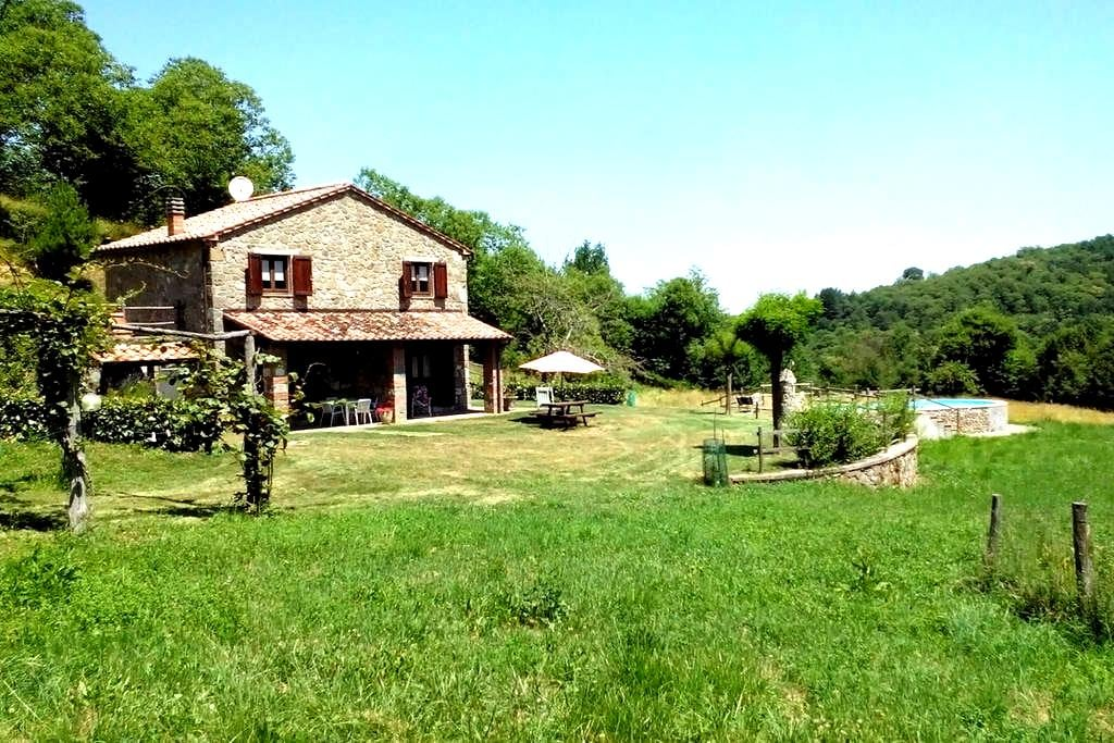 Superb farmhouse with swimming-pool - Le Macchie